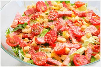 グリルベーコンのシーザーサラダ