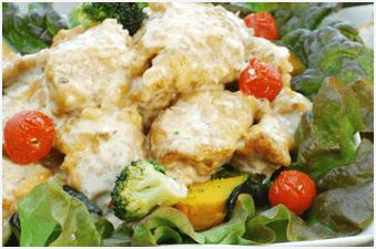 鶏と彩り野菜のスイートチリマヨソース